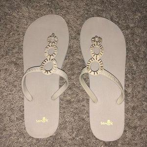 Sanuk Flip Flops sz 10-11